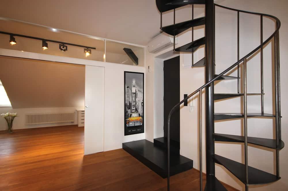 Departamento de diseño, 2 baños, vista a la ciudad - Sala de estar