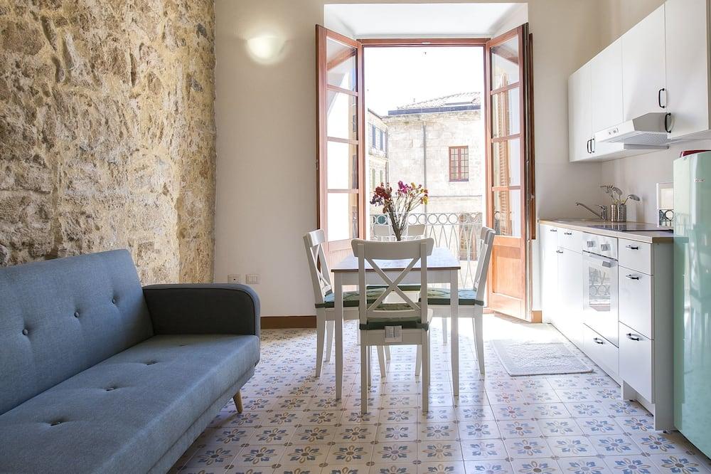 Comfort apartman, Više kreveta, pogled na grad - Dnevni boravak