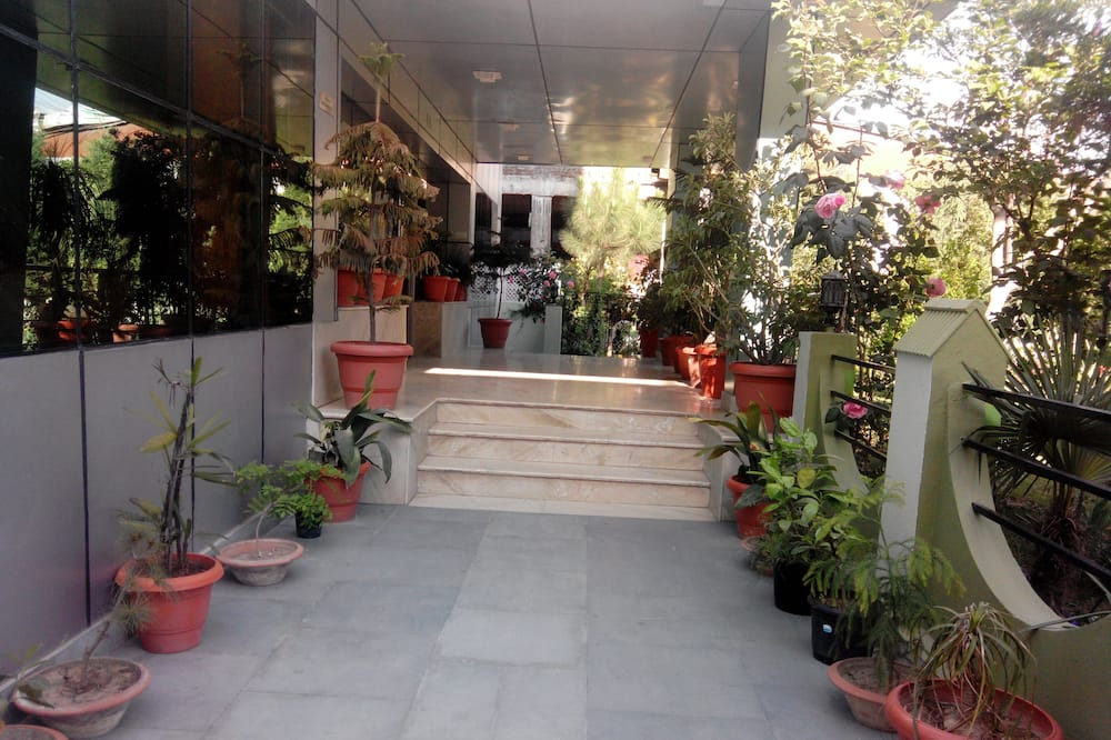 مدخل الفندق