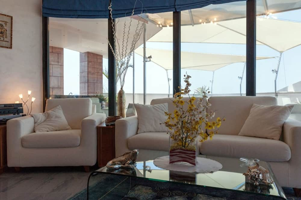 Luxe penthouse, 1 queensize bed, bubbelbad - Woonruimte