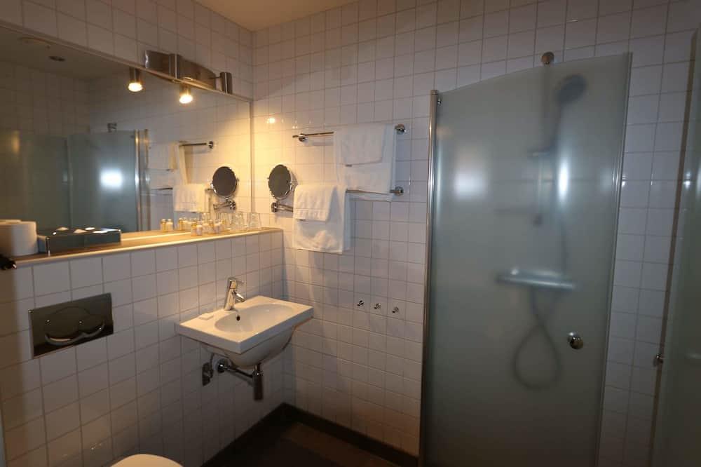 Standard Triple Room - Bathroom