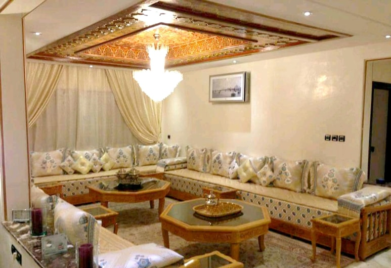 Apartment With 2 Bedrooms in Ville Nouvelle, Meknes, With Wonderful City View, Enclosed Garden and Wifi - 100 km From the Beach, Mequinez, Sala de estar