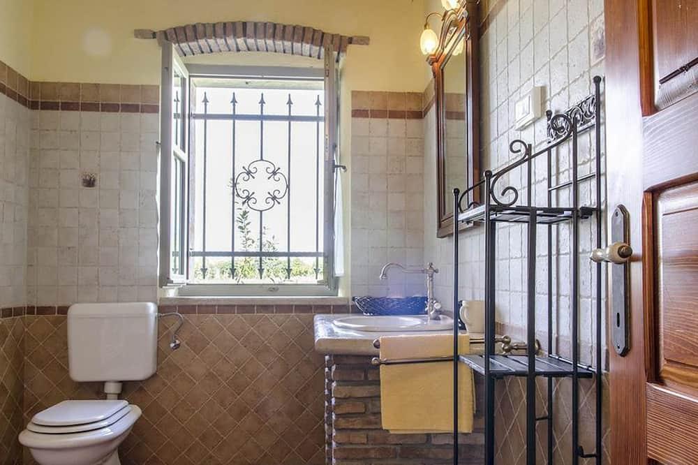 Villa, Multiple Beds - Bathroom