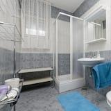 Apartment, Multiple Beds - Bathroom