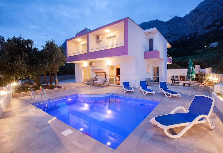 Villa Christine / Holiday Home Kristina, Makarska