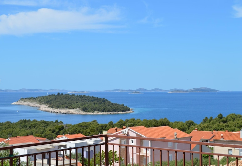 Apartments Mate Dalmatinka / A1 Two Bedrooms, Primosten