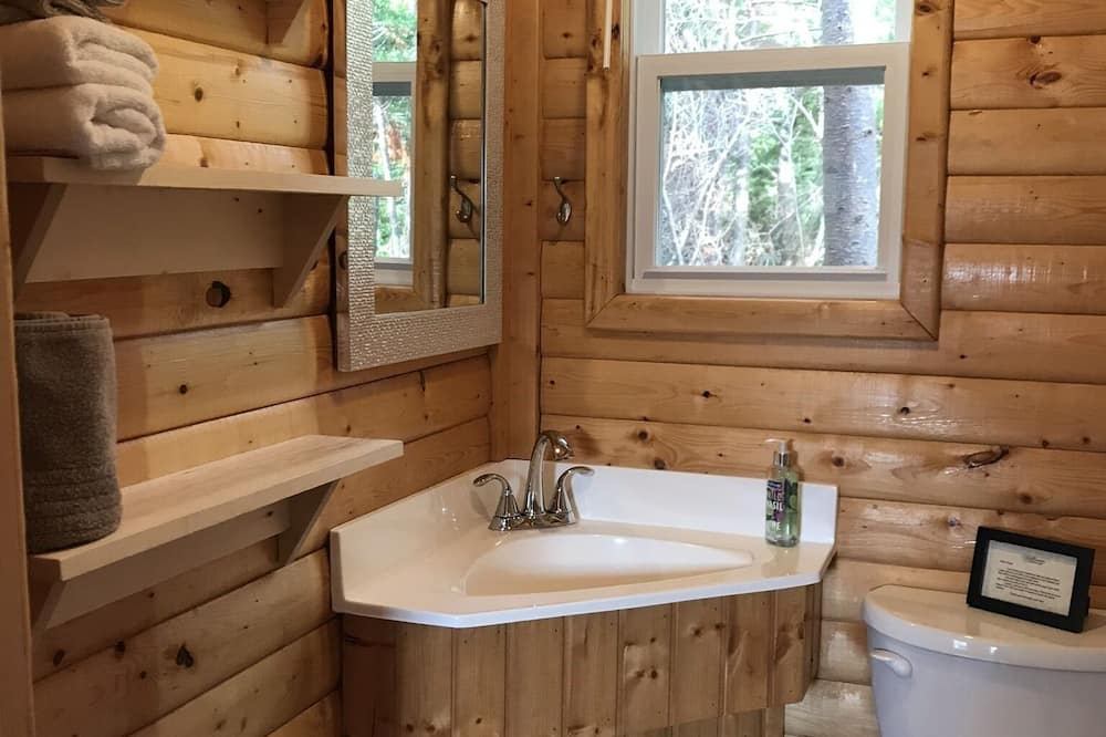 Deluxe trippelrum - eget badrum - utsikt mot trädgården (Guest House #2) - Badrum