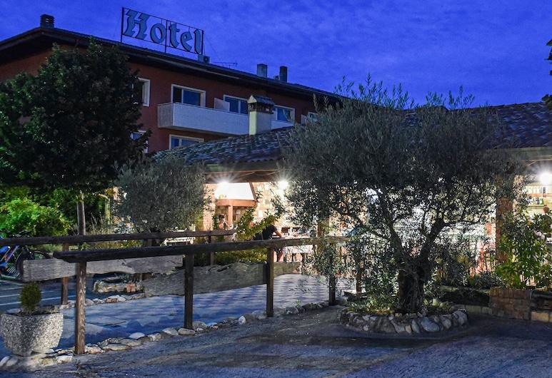 Attianese Hotel Restaurant, Cervignano del Friuli, Voorkant hotel - avond/nacht
