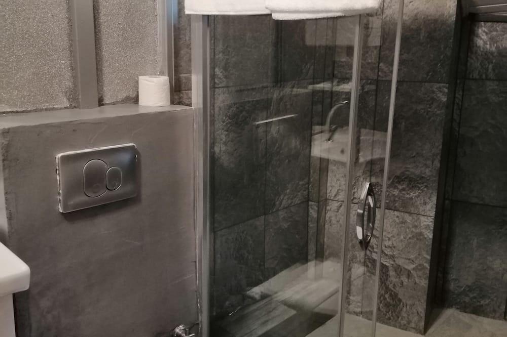 Štandardná trojlôžková izba, balkón - Kúpeľňa