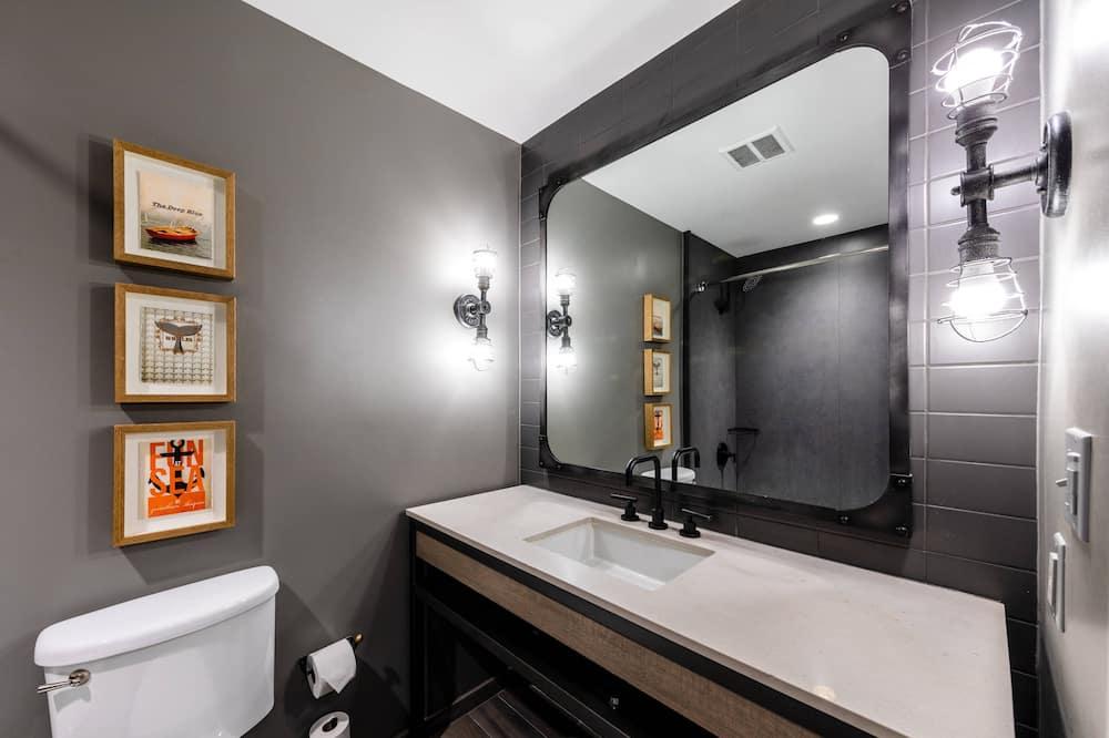 Room, 2 Queen Beds, Non Smoking, View (Urban View) - Bathroom