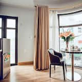 Deluxe Room, City View - In-Room Dining