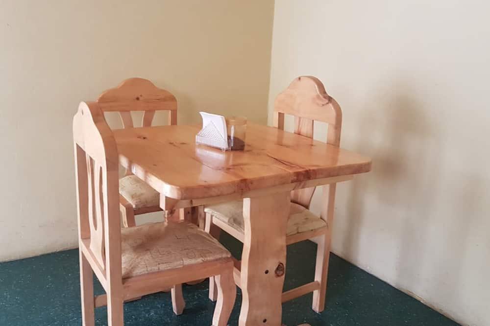 Economy Quadruple Room - Shared kitchen facilities