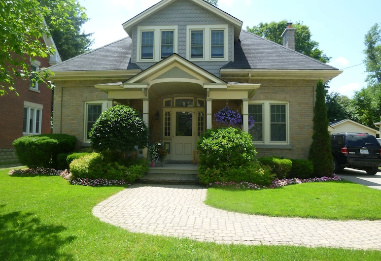 Cottage on Caledonia Bed & Breakfast, Stratford