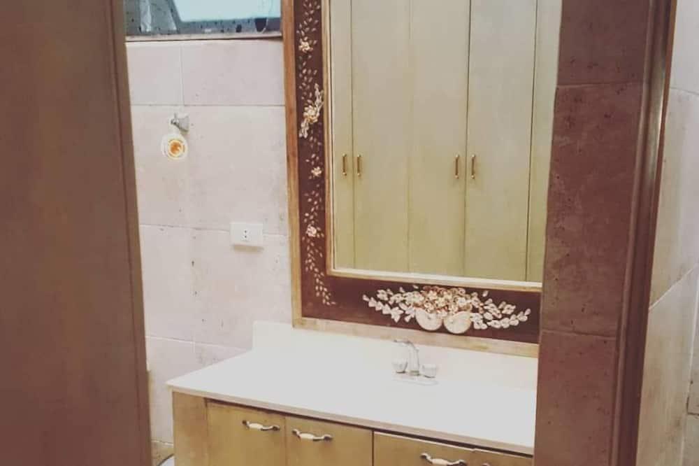 Pelican's Nest - Bathroom