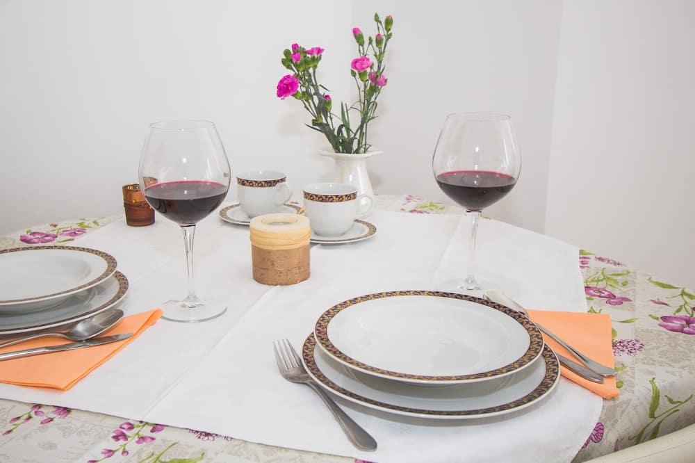 Studio Suite Comfort, pemandangan kota - Tempat Makan Di Kamar
