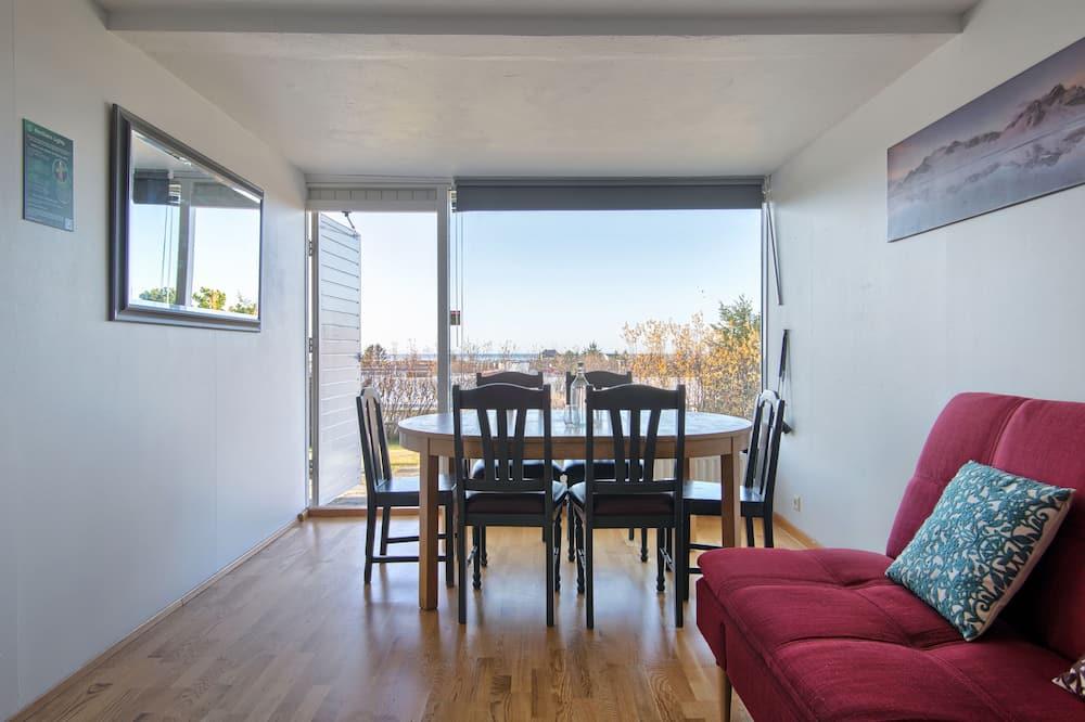 Apartamentai šeimai, atskiras vonios kambarys, vaizdas į jūrą - Vakarienės kambaryje