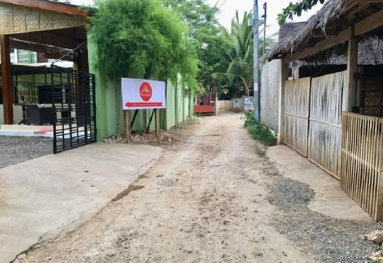 Rona's Townhouses, Panglao, Front of property