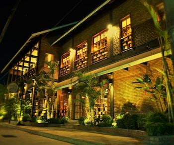 Фото Paradise Hotel Nyaung Shwe  у місті Ньяунгшве