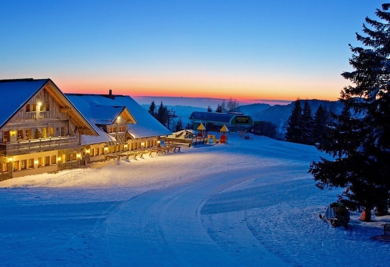 Apartments Alpska perla, Cerkno, Fasaden på overnattingsstedet – kveld