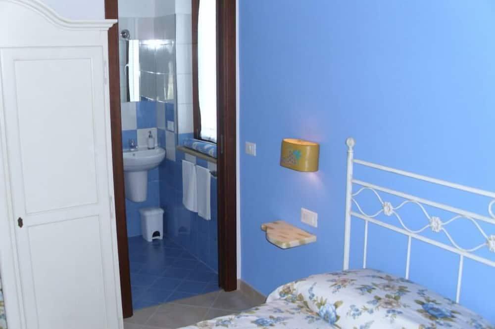 Family Double or Twin Room, 1 Bedroom, Garden View - Bathroom