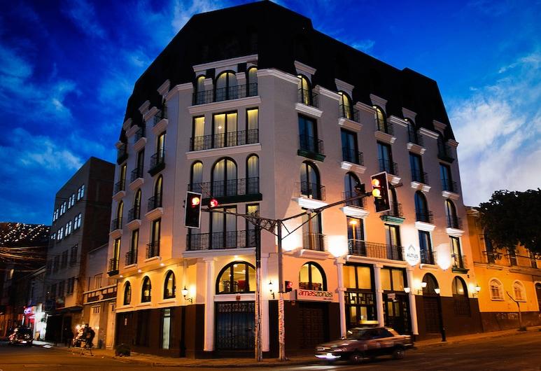 Altus Express Hotel, La Paz, Fachada del hotel de noche