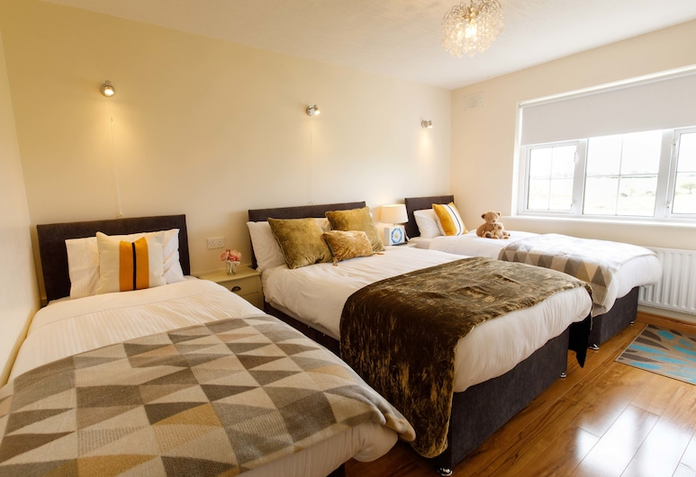 Claddagh House B&B, Ballina, Family Triple Room, Garden View, Guest Room