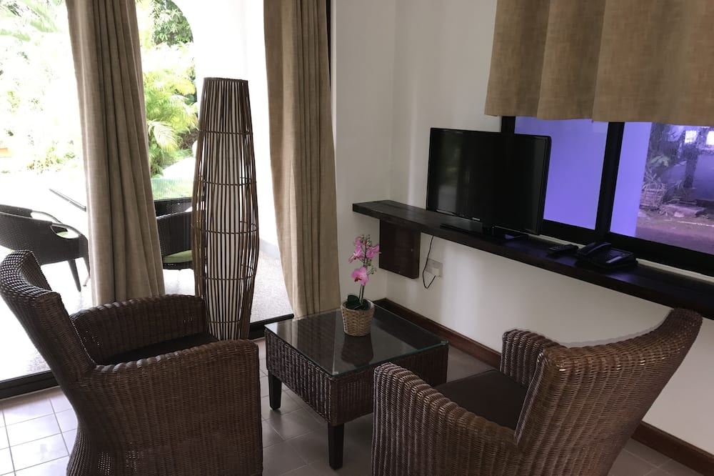 Double or Twin Room, 1 Bedroom - Living Area