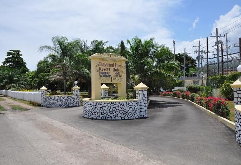 Tamarind Tree Resort, Runaway Bay, Bagian Depan Hotel