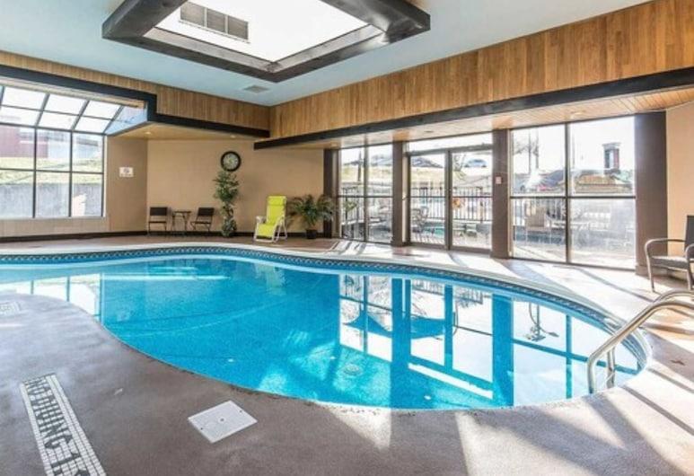 HomeStay Inn & Suites, Medicine Hat, Indoor Pool