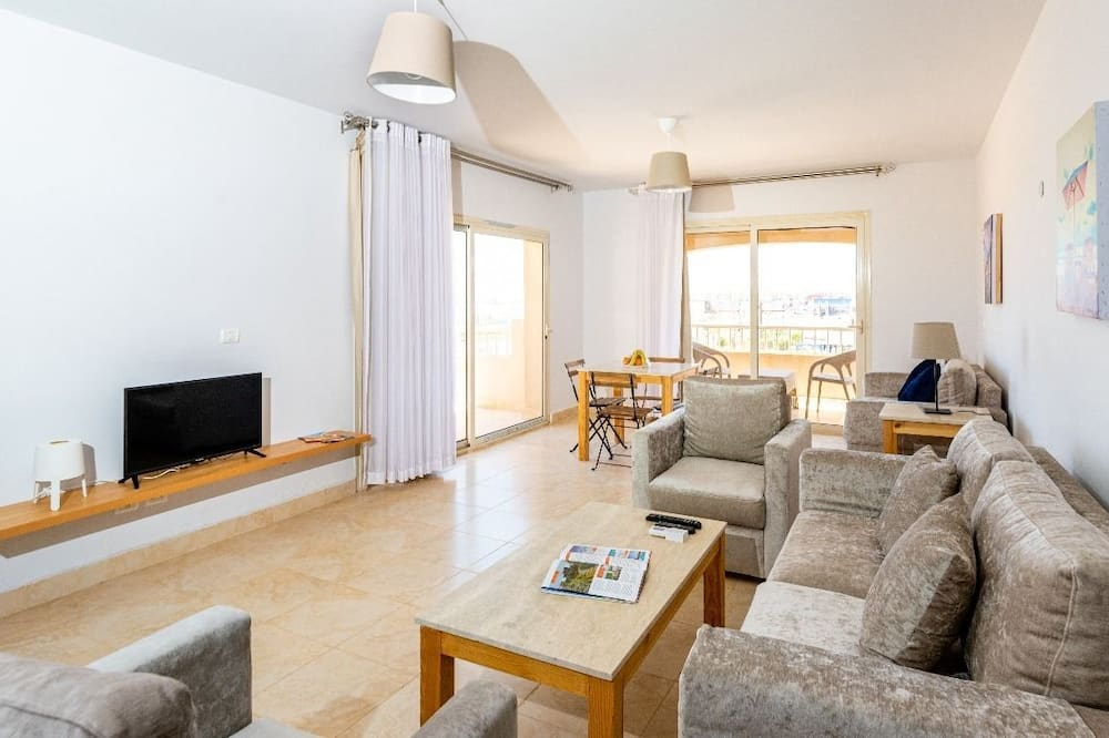 Apartment, 2 Bedrooms (2 Bathroom) - Living Area