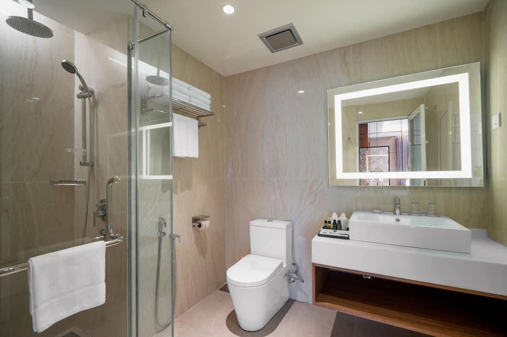 Номер-люкс, 1 ліжко «кінг-сайз», з видом на місто - Ванна кімната