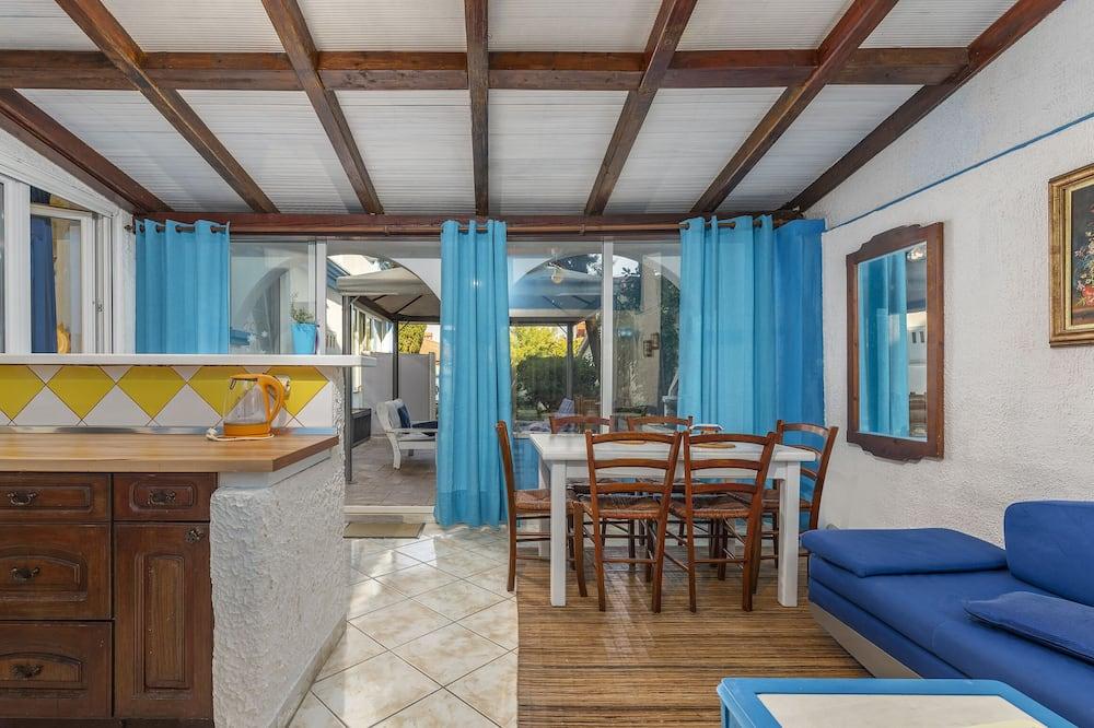 Apartment, Multiple Beds - Olohuone