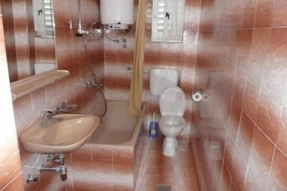 Apartmán, 1 dvojlôžko s rozkladacou sedačkou - Kúpeľňa