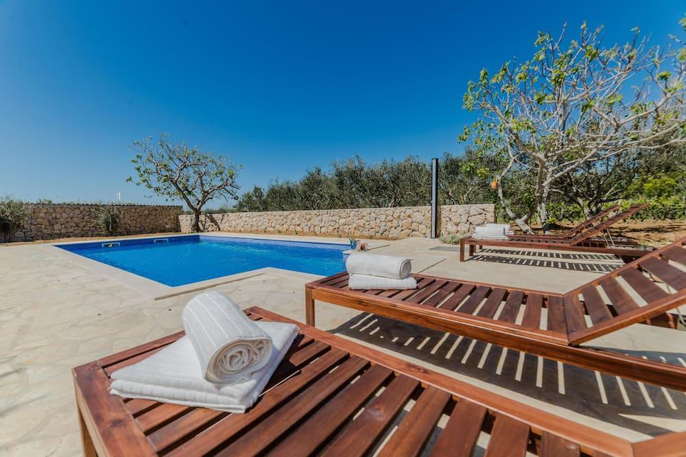 Villa - flere senge - Udendørs pool