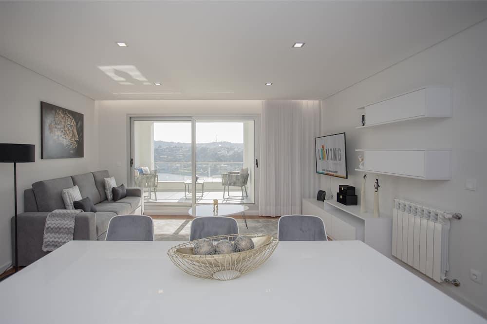 อพาร์ทเมนท์, 3 ห้องนอน, ระเบียง, วิวแม่น้ำ (VIII) - พื้นที่นั่งเล่น