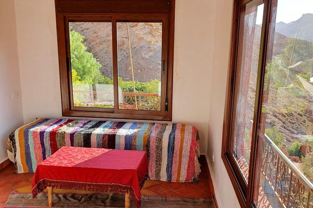 Phòng Suite có tầm nhìn toàn cảnh - Khu phòng khách