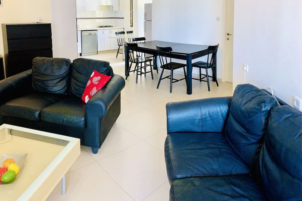 Comfort Apartment, City View - Living Area
