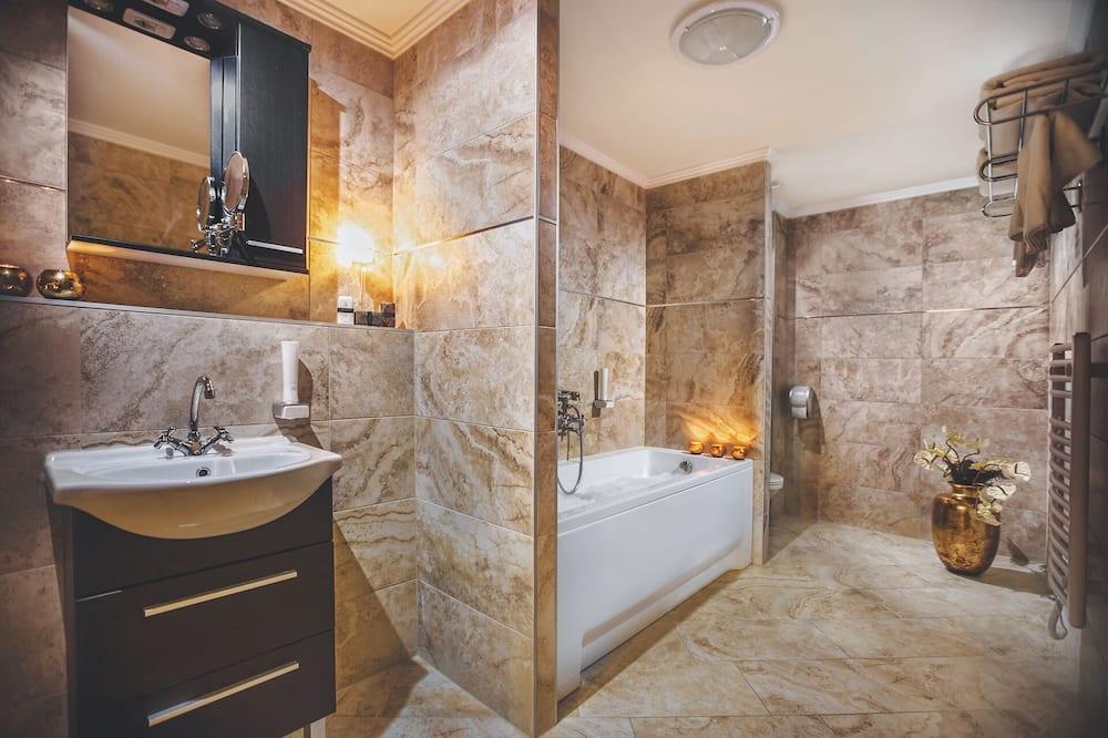 家庭套房 - 浴室