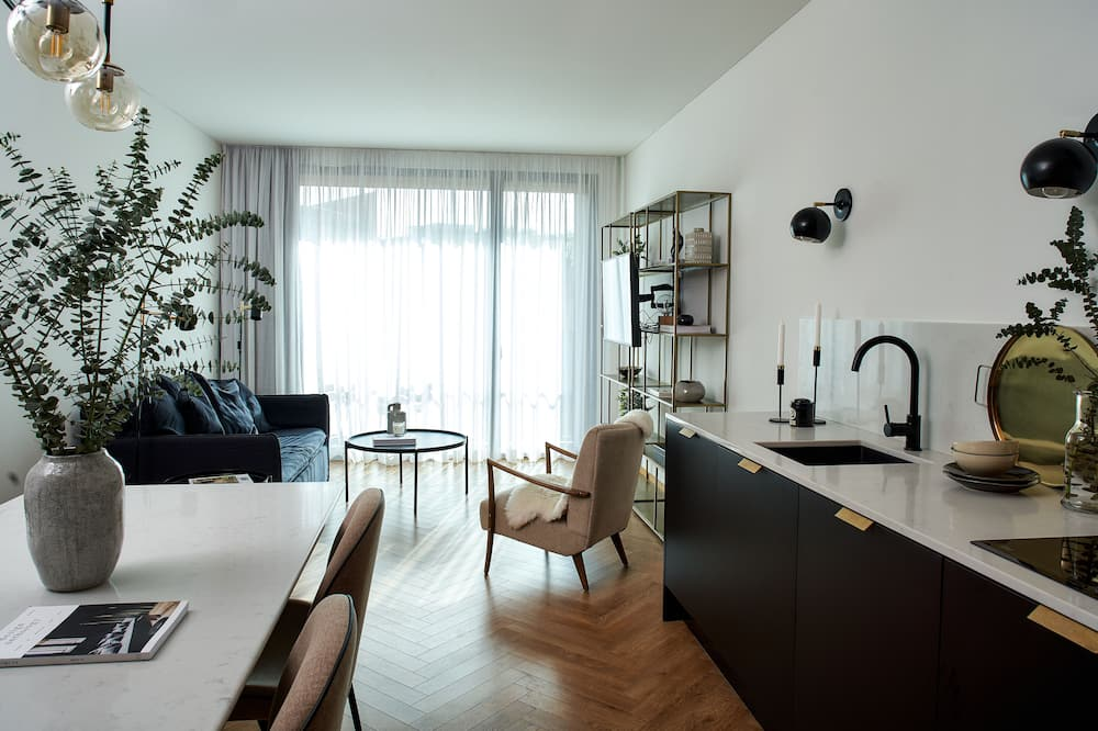 Deluxe Apartment, 1 Bedroom, River View (4 pax) - Living Room