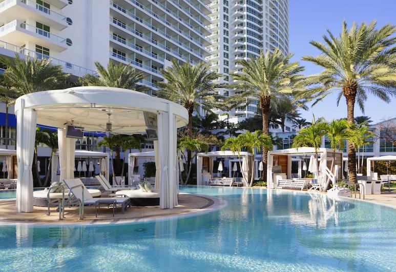 Fontainebleau Miami Beach Private Luxury Suites, Miami Beach, Terrace/Patio