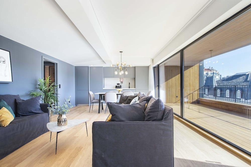 Apartamentai su vitrininiais langais, 3 miegamieji, terasa, vaizdas į miestą (6 pax) - Svetainės zona