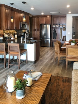 Enter your dates to get the Breckenridge hotel deal