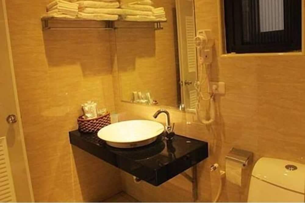 Chambre Quadruple Confort, vue jardin - Salle de bain