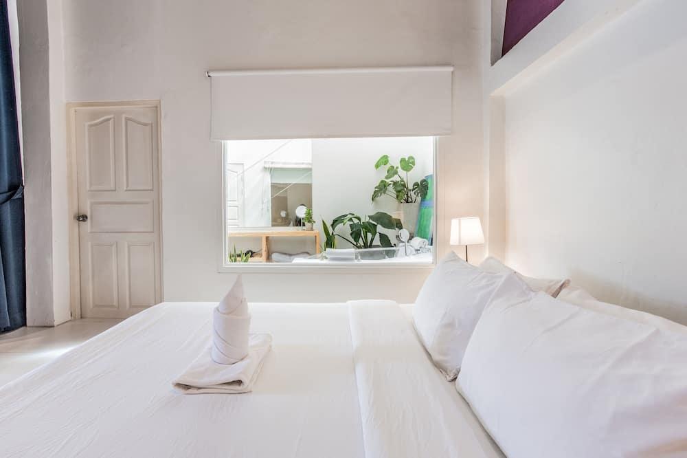 White Room - Camera