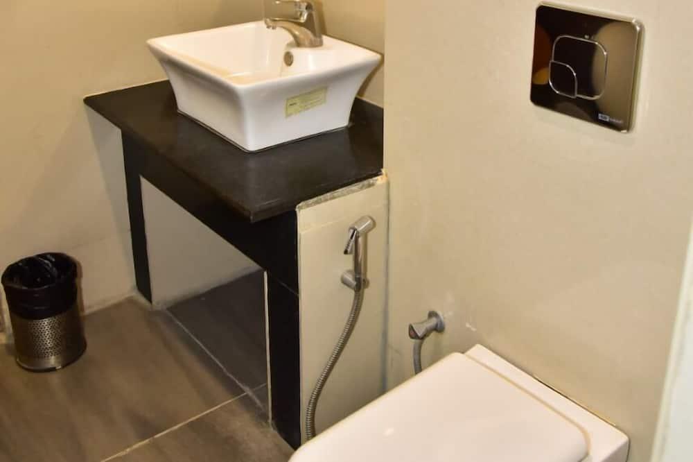 Deluxe tweepersoonskamer, Uitzicht op de stad - Badkamer