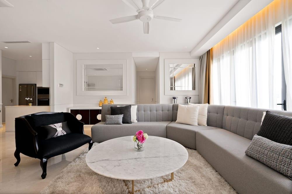 Elitārs dzīvokļnumurs, trīs guļamistabas, piekļuve baseinam, skats uz pilsētu - Dzīvojamā istaba