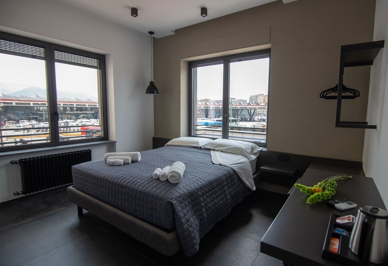 Napoliurbansuite, Naples, Luxury Triple Room, Multiple Beds, City View (1), Guest Room