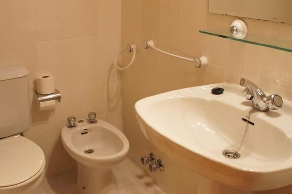 House, 3 Bedrooms, Patio - Bathroom