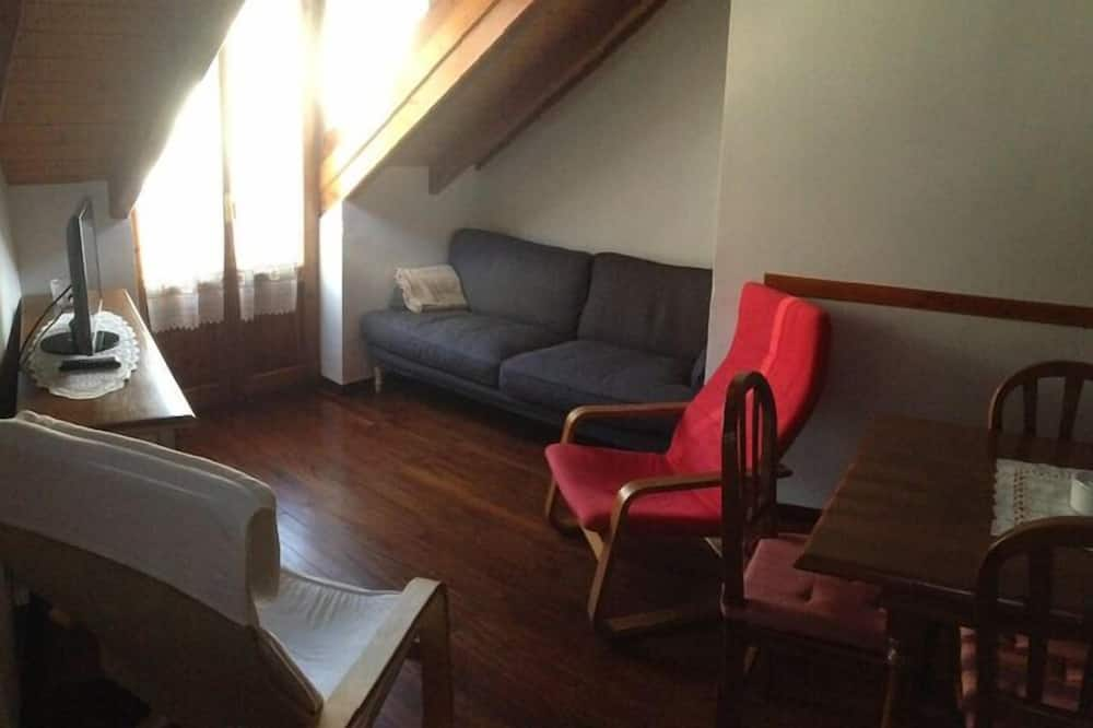 House, 3 Bedrooms, Patio - Living Room