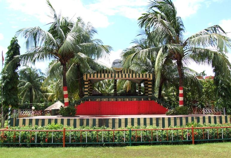 Palm Village Resort, Kolkata, Garden